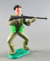 Timpo - WW2 - British (Armoured Black Beret) - 1st series - Firing Rifle both legs bent apart