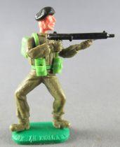 Timpo - WW2 - British (Armoured Black Beret) - 1st series - Firing Sten-gun both legs bent apart