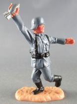 Timpo - WW2 - Germans - 2nd series (one piece head helmet) - Holding motar shell running legs
