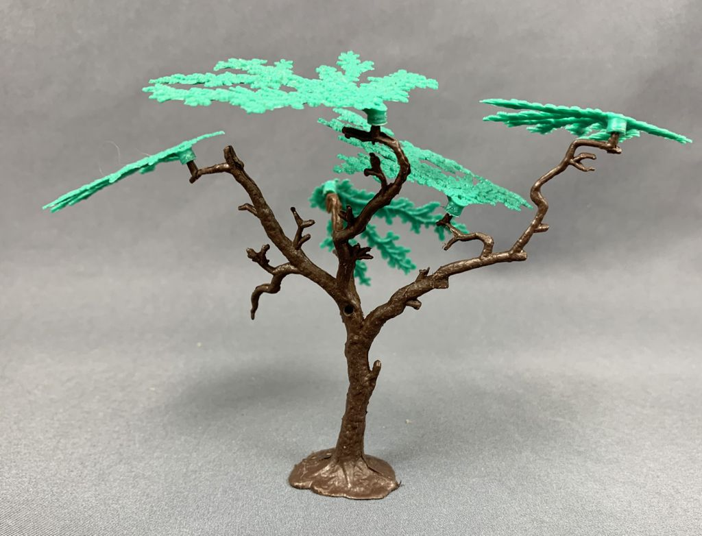 Timpo Accessories tree with 5 dark green foliages and a removable branche