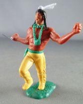 Timpo Indiens 3ème série (tête 3 pièces - ceinture pagne) piéton les bras tendus (couteau) jambe droite levée jaune plume bleu c