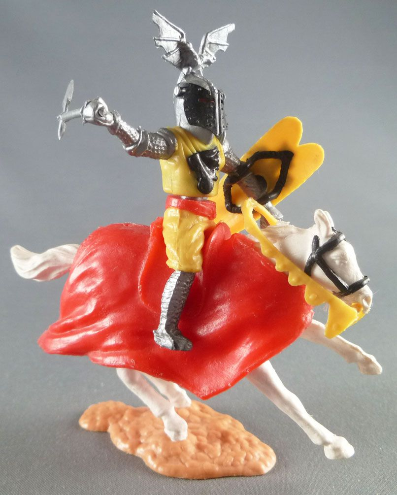 Timpo Middle-Age Great Helm Knight mounted yellow & balck (black visor) white galloping (short) horse (red cloak)
