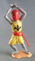 Timpo Middle-Age Medieval Knights footed yellow and red helmet both handed sword advancing legs