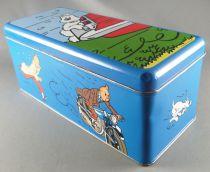 Tintin - Boite à gâteaux rectangulaire Delacre - Milou accroché à l\'arrière d\'une voiture