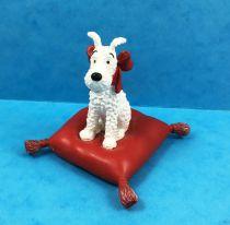 Tintin - Moulinsart Resin Figure - Snowy on red cushion