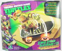 TMNT Tortues Ninja (Nickelodeon 2012) - Sewer Spinnin\' Skateboard & Stunt Ramp