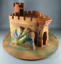 Vintages Medieval Castle\' in wood & cardboard for Starlux Timpo figures